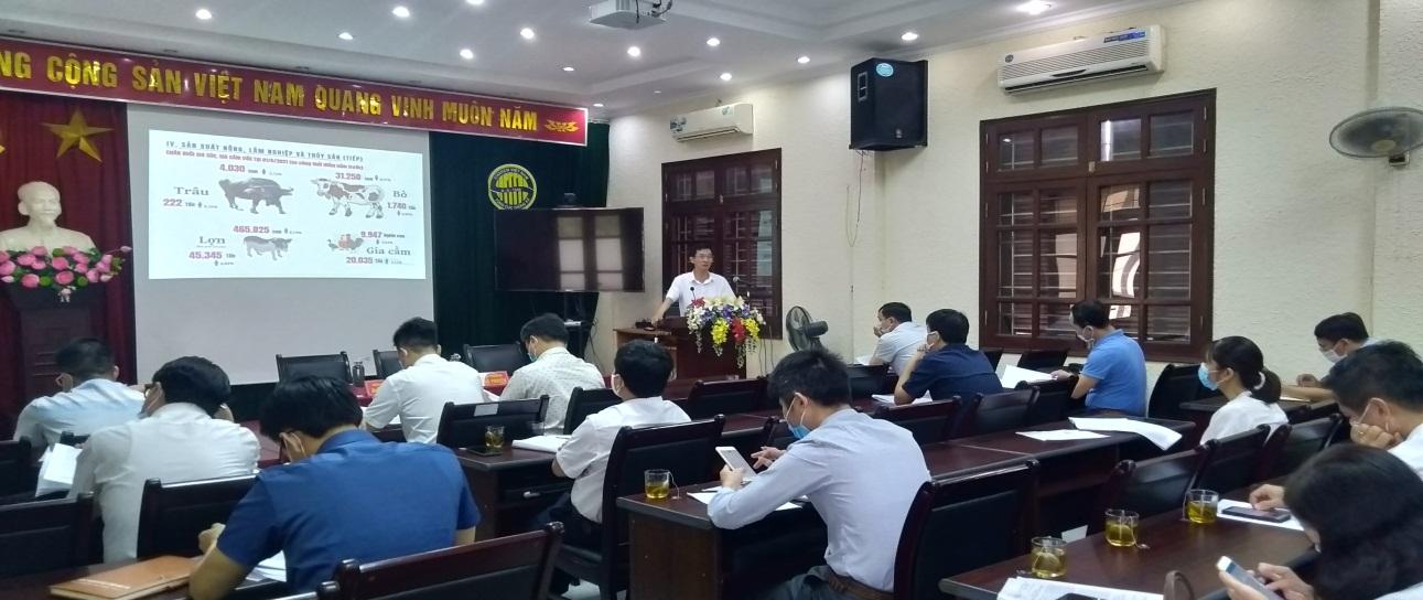 Ảnh: Ông Đào Trọng Truyến, Cục trưởng Cục Thống kê Hưng Yên chủ trì hội nghị